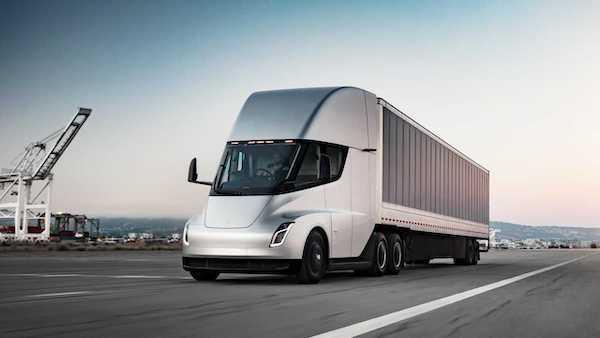 Walmart Canada triple sa commande de camions-remorques électriques Tesla