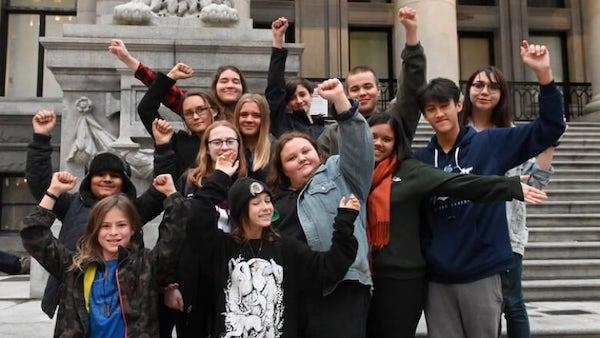 Climat: 15 ados traînent Ottawa en cour pour son inaction